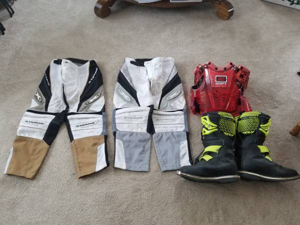 Photo Dirt Bike Riding Gear - $115 (Red Wing)