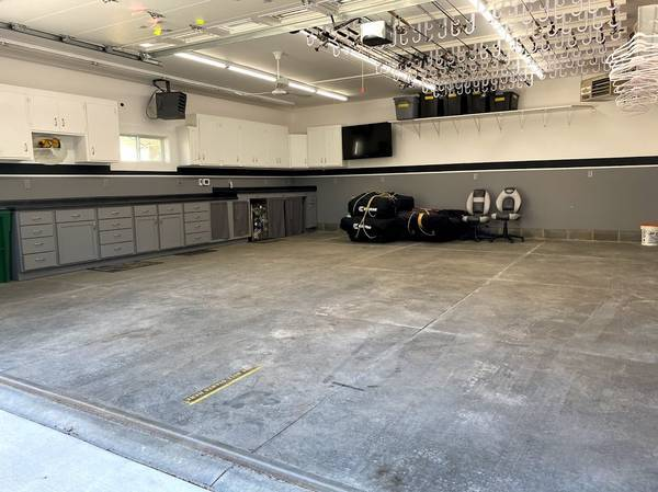 Photo Indoor Seasonal Storage Heated - Boats, Cars, Cers, Trailer, etc - $50 (Rochester, MN)