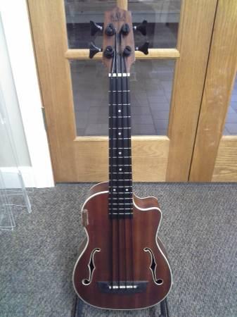 Photo Kala U-Bass Acoustic-Electric wHardshell Case - $425 (Red Wing)