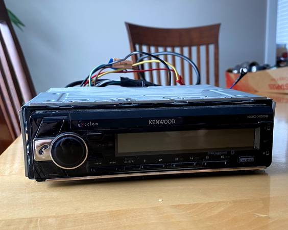Photo Kenwood Excelon KDC-X502 iPhone or Android Pandora, Spotify, and i - $50 (Rochester)