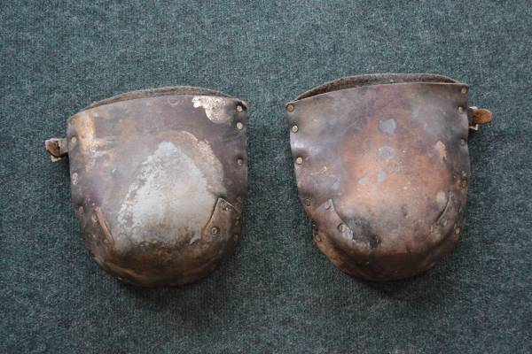 Photo Kneepads in Heavy Top Grain Oiled Leather Used.. - $25 (Cannon Falls)