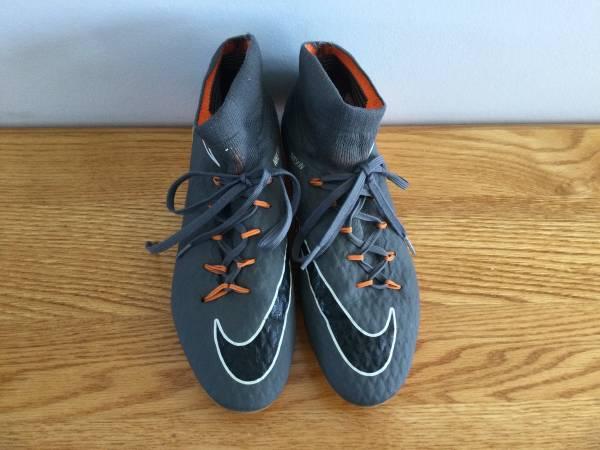 Photo Nike Hypervenom soccer cleats Womens 7.5 - $10 (Rochester NW)