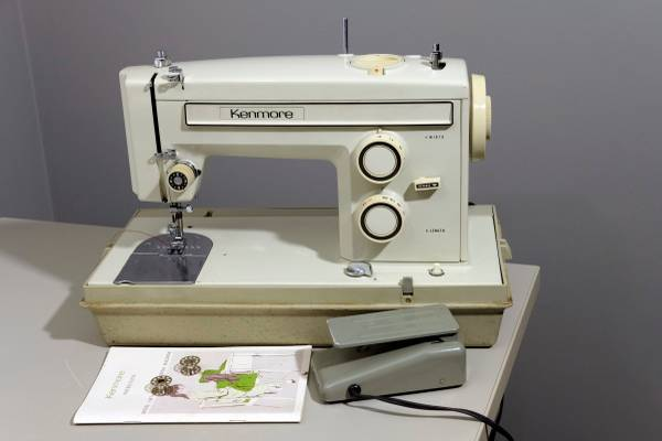 Photo SEARS KENMORE 158 SERIES SEWING MACHINE SERVICED 747 - $110 (KASSON)