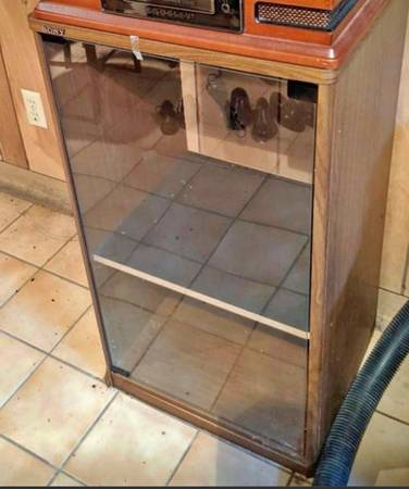 Photo Sony glass front stereo cabinet - $15 (Rochester)
