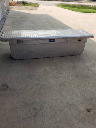 Photo UWS diamond plate aluminum tool box - $100 (Rochester)