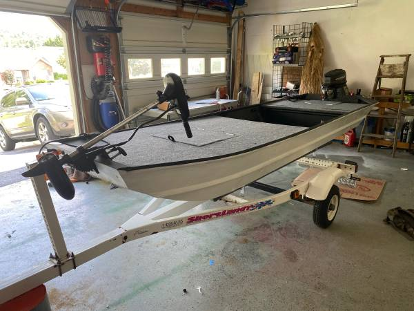 Photo 12 foot fisher Johnbass boat - $2,000