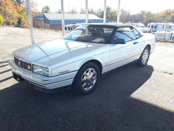 Photo 1993 Cadillac Allante Convertible - $6,900 (Econo RV Center)