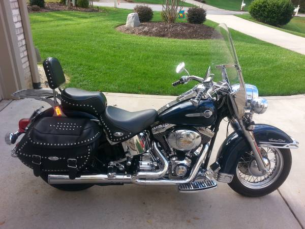 Photo 2002 Heritage Softail- Low Mileage - TONS of EXTRAS - $7,950 (Lake Norman)