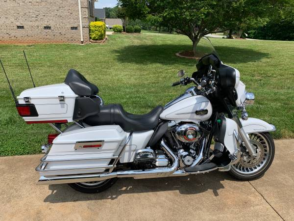 Photo 2012 Harley Ultra Classic - $12,000 (Archdale)