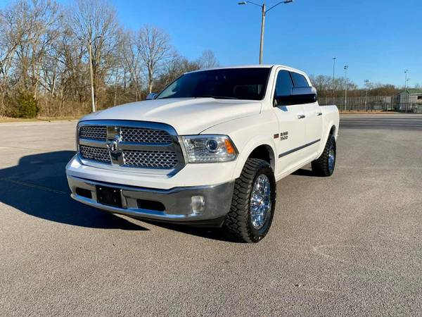 Photo 2016 DODGE RAM 1500 LARAMIE 4X4 CREW 5.7L HEMI V8 LEVELED WHEELS TIRES - $20900 (Gallatin)
