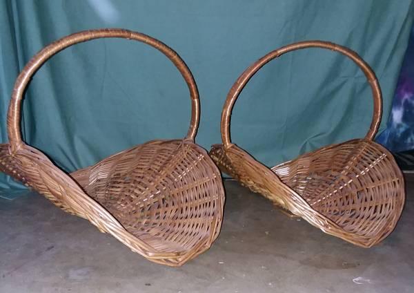 Photo 2 really nice baskets - $20 (ROANOKE)