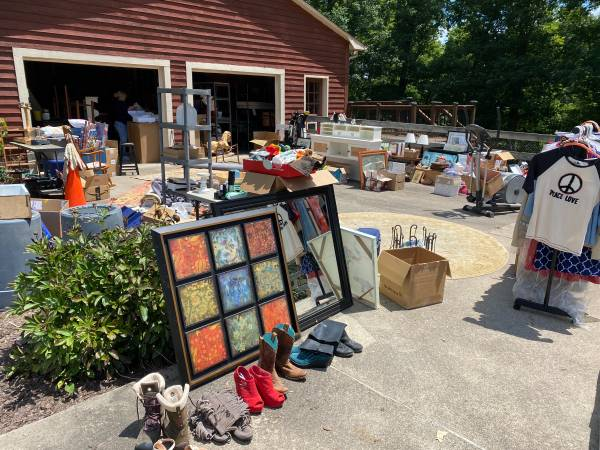 Photo ALL DAY  8am-6pm MOVING SALE  Sat, Aug 14th GARAGE SALE (Walnut Cove)
