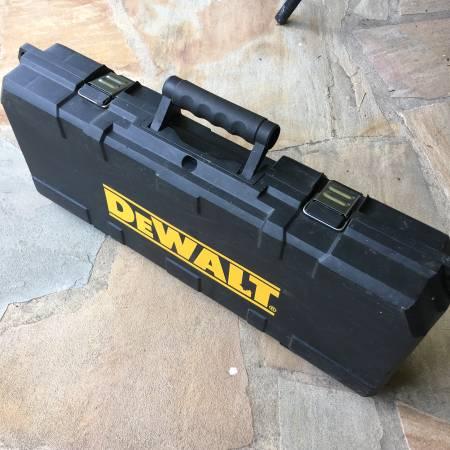Photo Dewalt cordless Sawzall 18v Hard shell carry case for tools batteries - $20 (Roanoke)