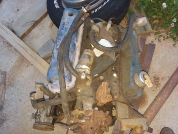 Photo Ford 302 engines and short blocks (Wirtz, VA)