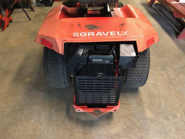 Photo Gravely lawn tractor - $595 (Botetourt)
