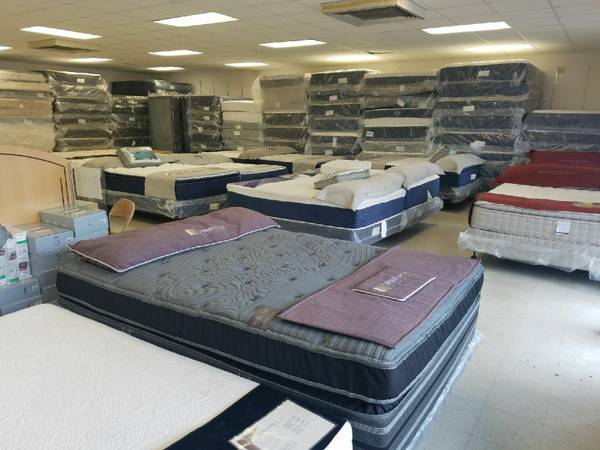 Photo HALLOWEEN-BLACK FRIDAY MATTRESS CLEARANCE SALE - $129 (SALEM)