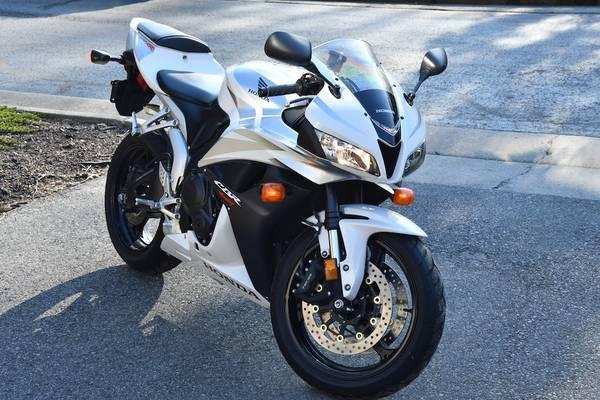 Photo Honda CBR600RR 2007 - 2359 miles only - $8,000 (Blacksburg)