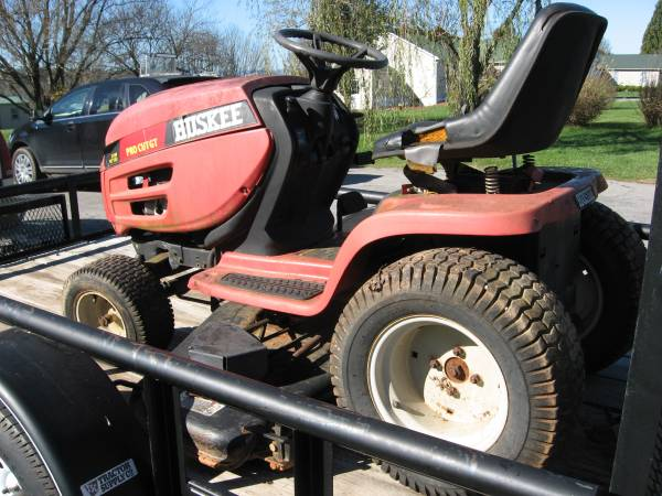 Photo Huskee Riding Lawn Tractor - $125 (Hardy , Virginia)