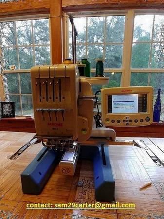 Photo JANOME embroidery machine computerized - $1,030