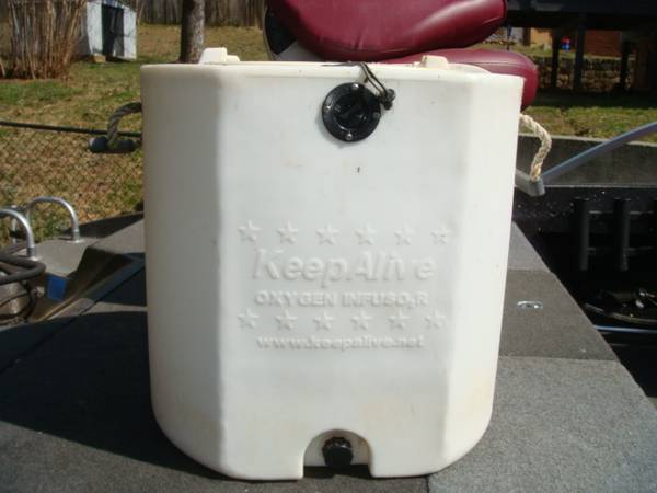 Photo Keep Alive 20 Gallon Bait Tank With Oxygen Infusor - $175 (VINTON)