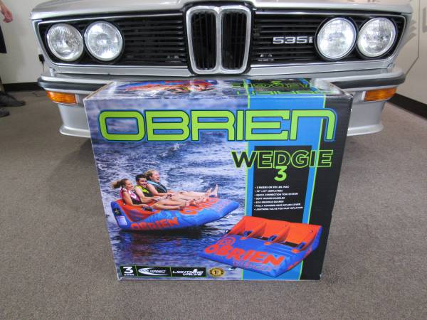 Photo Obrien Watersports TUBE Wedgie 3 -- Pull behind boat - $200 (Smith Mtn Lake)