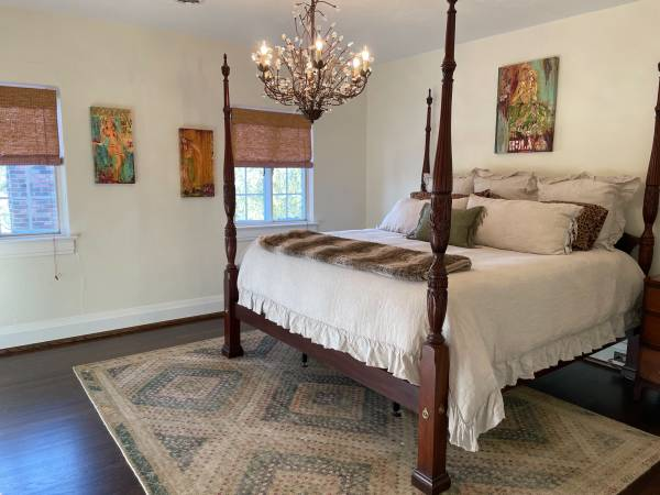 Photo REDUCED - Vintage Henkel Harris four post king bed and night stand - $3,000 (Edgehill)