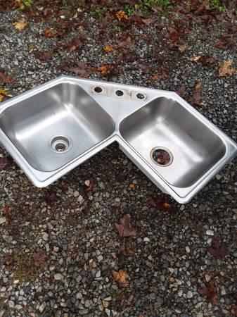 Photo Stainless steel double corner sink - $75 (Roanoke)