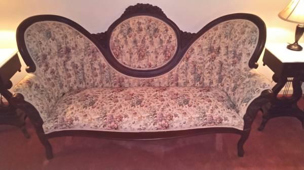Photo Victorian style sofa - $500 (Vinton)