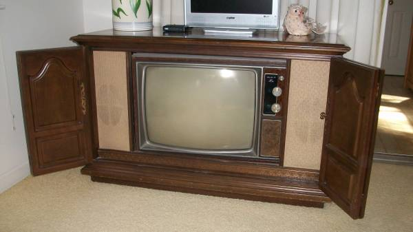 Photo Vintage Wooden TV Cabinet, Wood Television Console - $200 (roanoke)