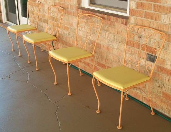 Photo Wrought Iron Glass Top Metal Outdoor Patio Table and Chair Set - $300 (roanoke)
