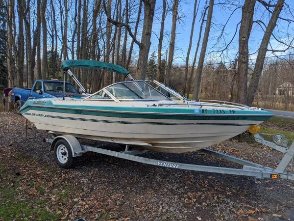 Photo 1989 Crestliner 18 ft open bow boat with 4.3 liter 6 cylinder - $1,900 (Webster)