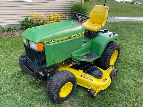 Photo 1998 John Deere 445 Garden Tractor - $3,350