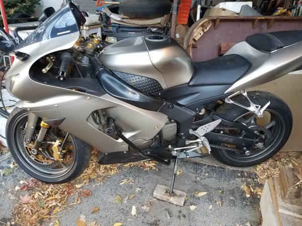 Photo 2005 Kawasaki ZX6R 636 - $3,500 (Dansville)