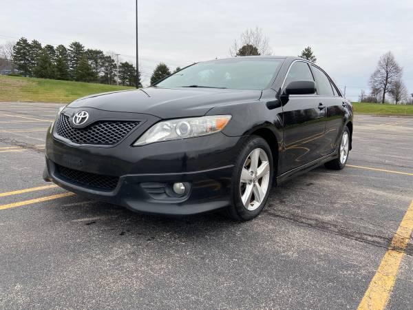 Photo 2010 Toyota Camry SE Gorgeous Black on Black - $7,500 (Webster)