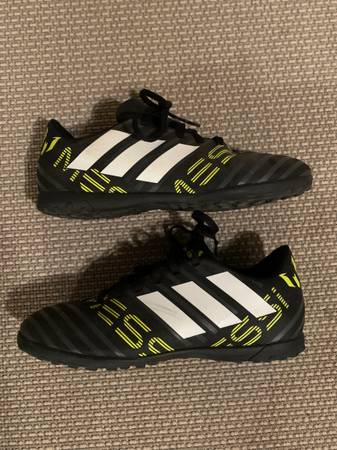 Photo Adidas Messi Indoor Soccer Shoes Size 4 For Sale (Batavia)