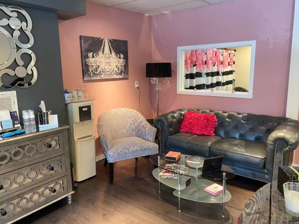 Photo Beauty Salon For Sale - $18000 (PITTSFORD)