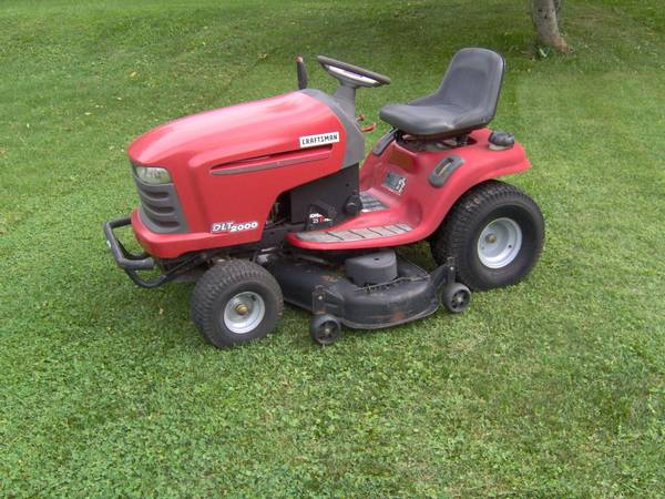 Photo Craftsman DLT 4000 Riding Mower 2548 - $900 (Scottsville)