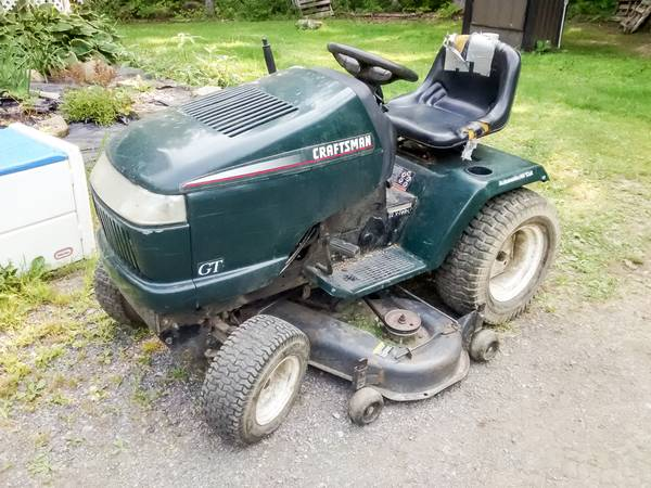 Photo Craftsman GT 3000 Garden Tractor with Sleeve Hitch - $320 (Honeoye)