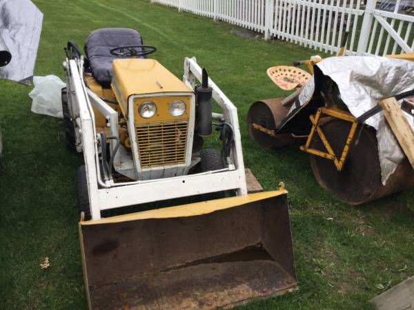Photo Cub cadet garden tractor with Loader - $2,000 (Bloomfield)