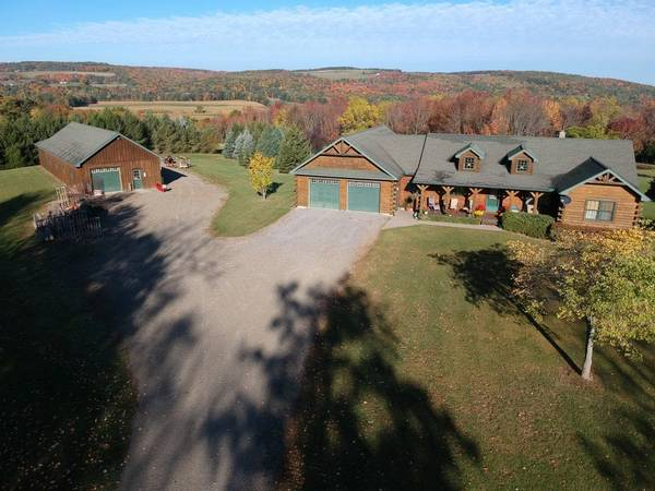 Photo Custom Built LOG HOME with GARAGE in Dansville NY 5011 Ossian Hill Rd (Dansville, NY)