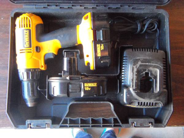 Photo Dewalt 18 Volt cordless 12 inch Drill-Driver set cash or Trade - $50 (Ontario,Ny)