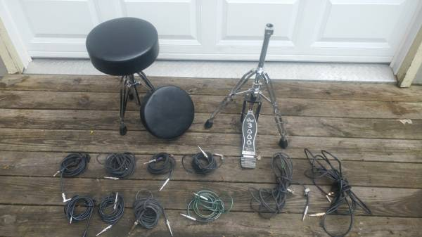 Photo Drum accessories, DW 3000 Bass Pedal, Drum Throne, Fender Cable - $52 (Rochester, clorox clean wiped down)