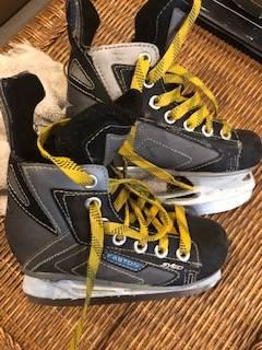 Photo Easton Youth Kids Hockey Skates - Size Y11 - Used one season - $30 (Penfield, NY)