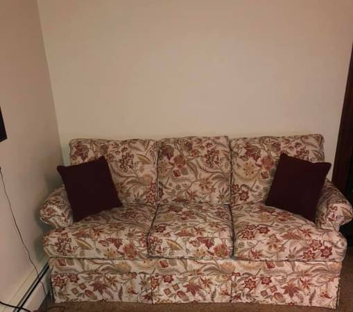 Photo England Mietta Vintage Couch  Love Seat  4 Collindale Chianti Pillow - $850 (Rochester)