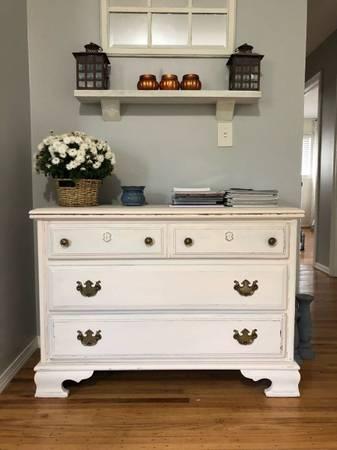 Photo Farmhouse Antique Dresser Console Table - $120 (Brockport)