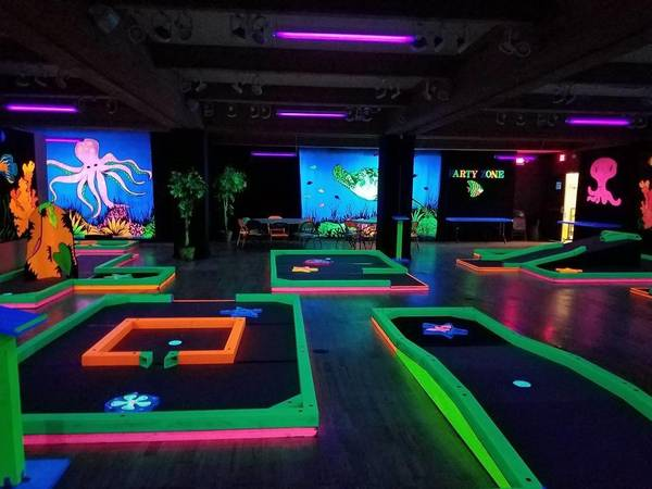 Photo Glowgolf mini golf holesLaser Maze attraction3Kickand more - $1 (Rochester Area)