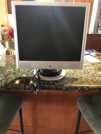 Photo HP computer monitor - $60 (Fairport)