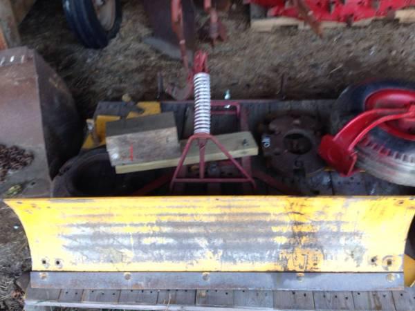 Photo IH farmall cub snow plow grader blade - $250 (Palmyra NY)