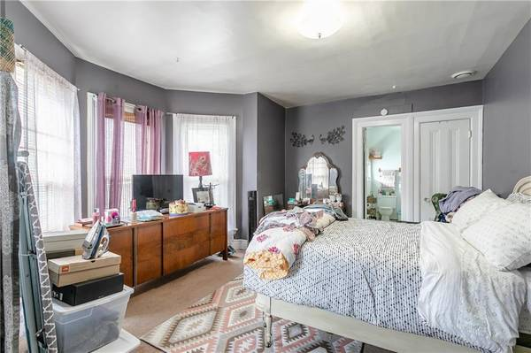 Photo Large 2 bedroom 2 full bath layout Large Victorian style 3-family (Rochester, NY)