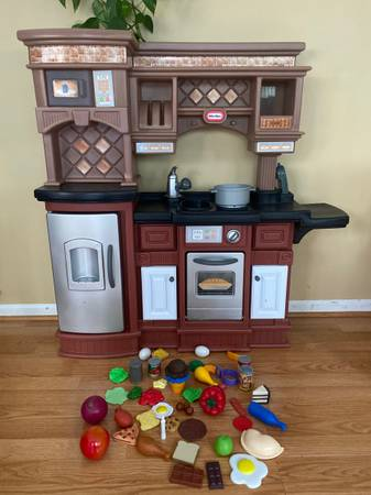 Photo Little Tikes Beautiful Gourmet Kitchen with Playfood and Shopping Cart - $85